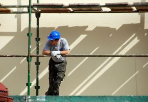 1069058_worker_on_the_staging